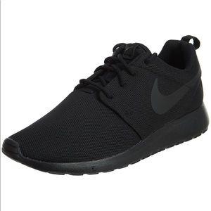 All Black Nike ROSHE ONE